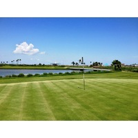 The par-4 finishing hole at Moody Gardens Golf Course, 472 yards from the tips, is as tough as any in the Houston area.