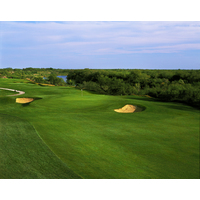 The 461-yard par-4 eighth on the Max A. Mandel Golf Course in Laredo starts to bring the Rio Grande into view.