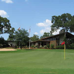 The Village GC: clubhouse & #18
